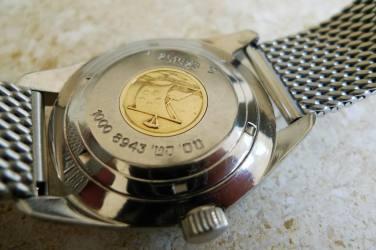 ETERNA Super-KonTiki, type 3, assignée aux Israeli Defense Forces (IDF), comme en témoignent les inscriptions en hébreu sur le fond de boîte.