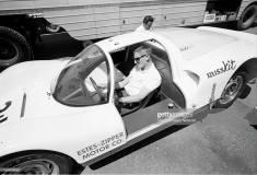 BREITLING Co-Pilot au poignet de Ken Miles, 1966. Il est alors au volant de la Porsche 906 avec laquelle il finit 6e de la Las Vegas USRRC Race, et 1er dans la catégorie des moins de deux-litres.
